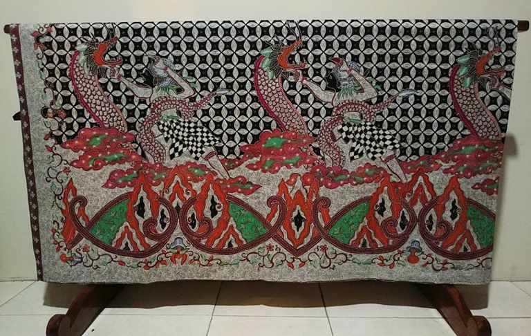 Batik fabric from Indonesia at Batikdlidir with canting or tulis method