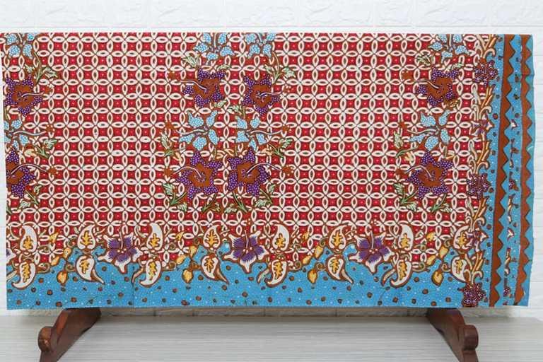 Indonesian batik sarong fabric at Batikdlidir