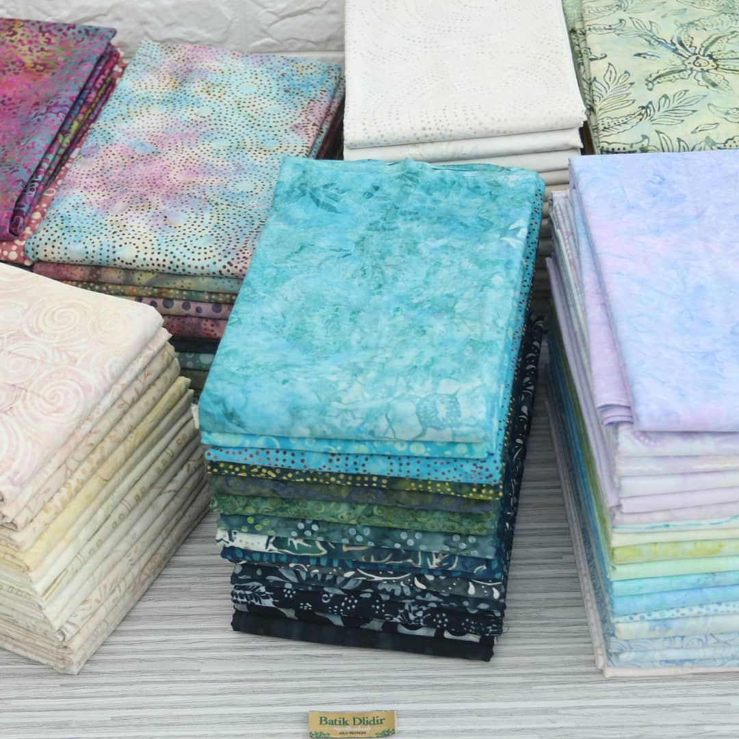Batik fabric for quilting with smoke multicolors technique
